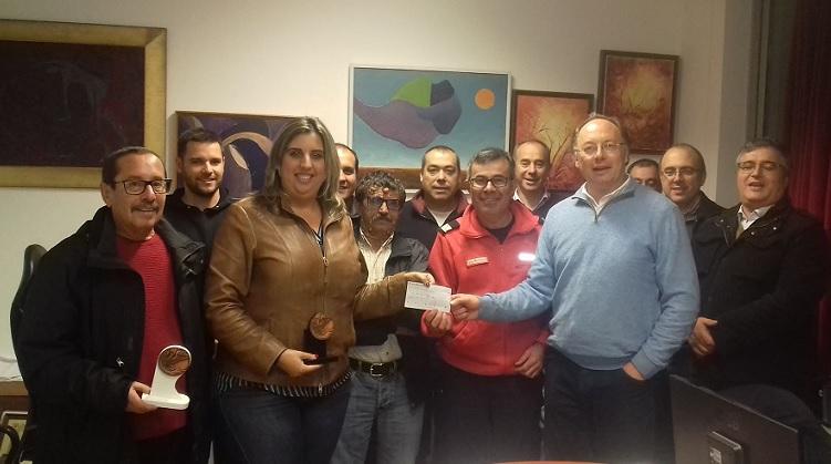 Alves Bandeira entrega donativo