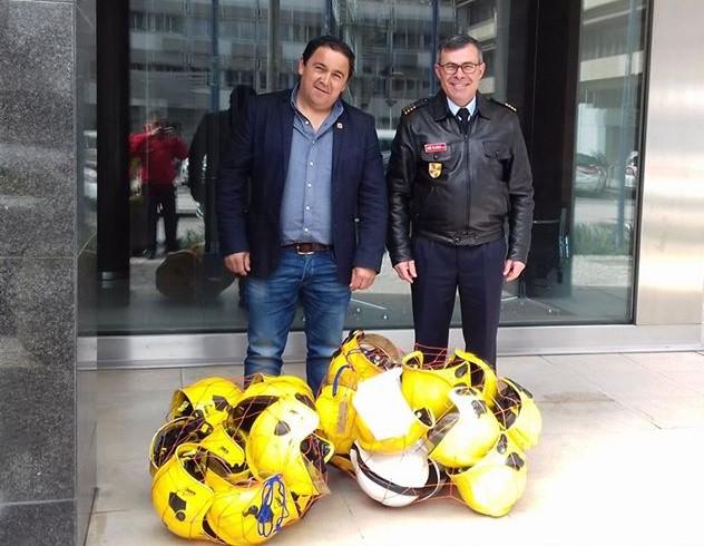 ver notícia Bombeiros de Cantanhede receberam 25 capacetes britânicos